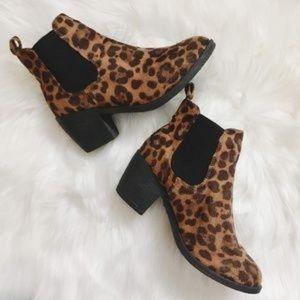 NEW! Size 7 Women's Leopard Print Booties